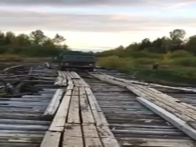 Неудачная переправа через реку на ГАЗ 66