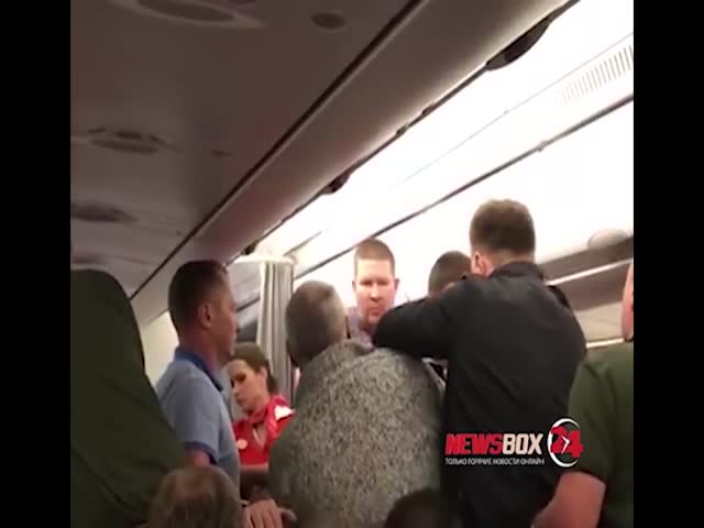 Мужчина устроил дебош на борту рейса Москва-Владивосток
