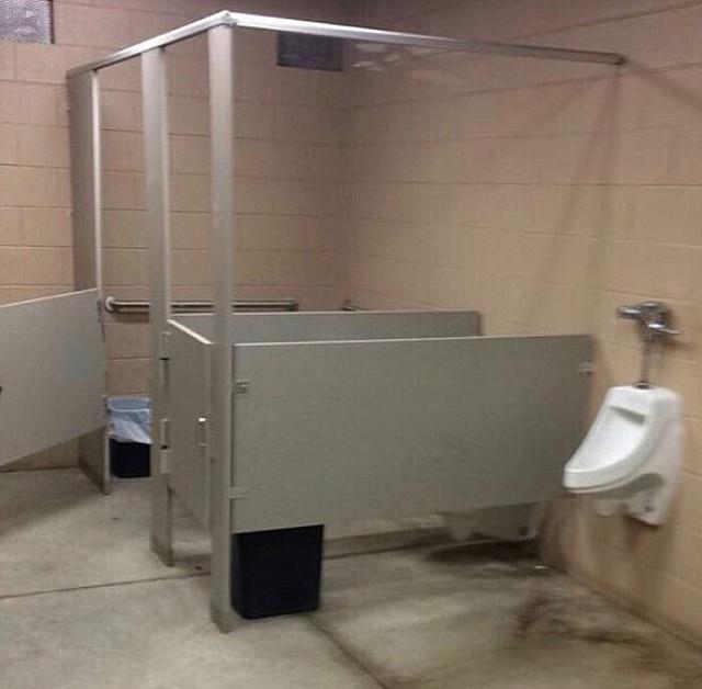 Странный и нелепый дизайн туалетов (24 фото)