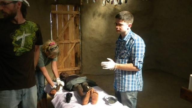 История российского врача, который спасает детей в Африке (5 фото + видео)