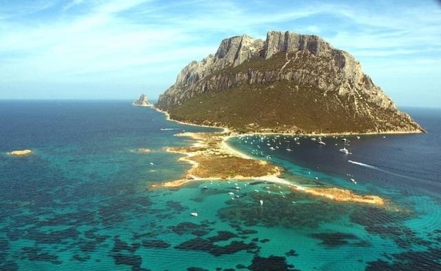 Таволара - самое маленькое островное королевство (7 фото)