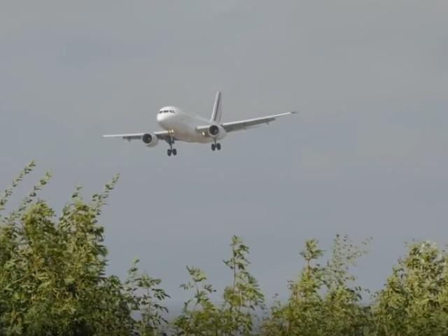 Пугающая посадка самолета во время шторма Али