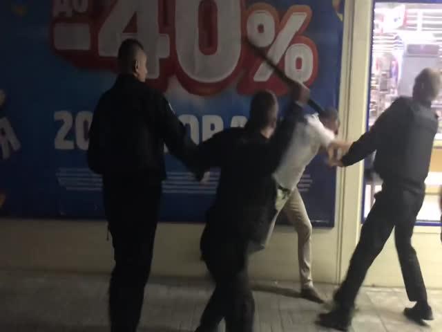 Сотрудники охранной организации избили покупателя магазина