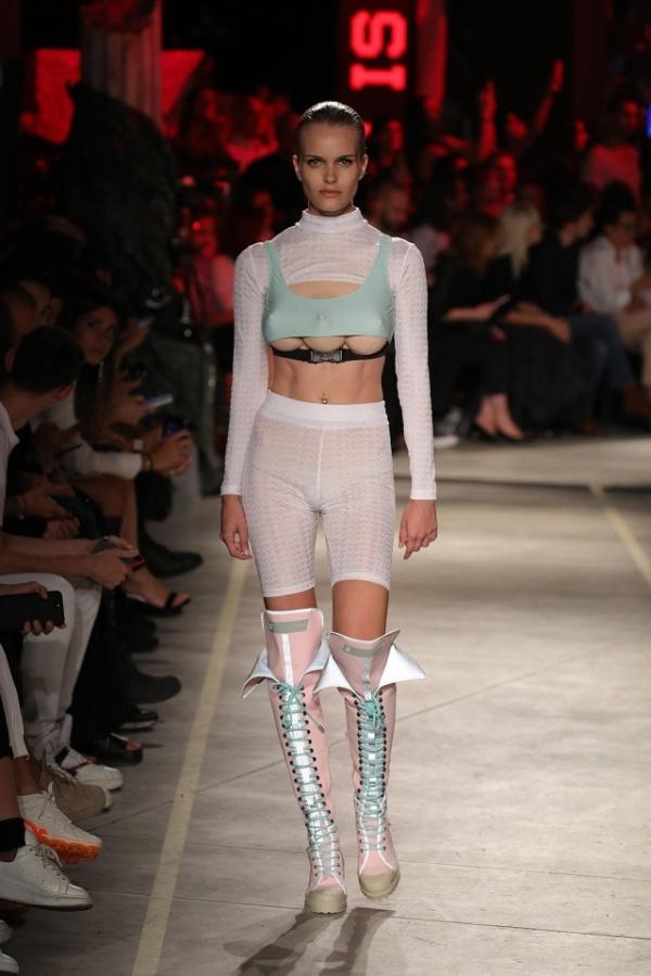 Неделя моды в Милане: тройная грудь теперь в тренде (5 фото)