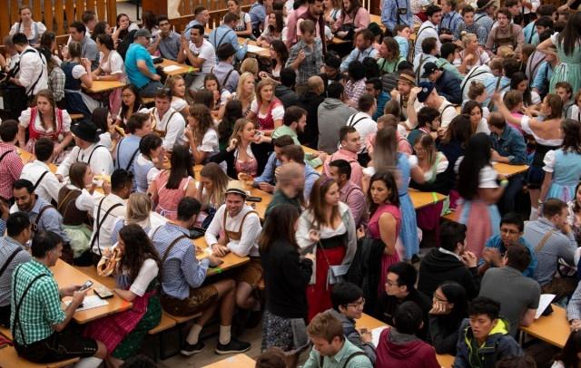 Октоберфест 2018: народные гулянья и реки пива  (30 фото)