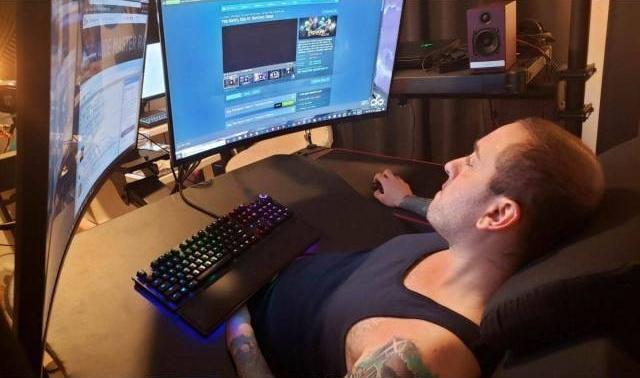 Игровое место для настоящих киберспортсменов (3 фото)