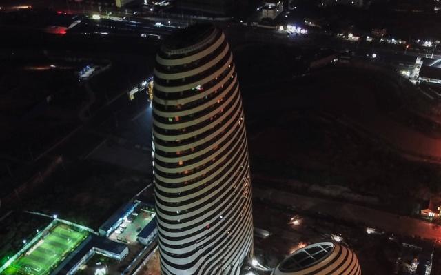 Здание в Китае, дизайн которого сравнили с мужским половым органом (4 фото + видео)