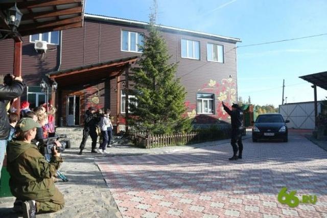 В Екатеринбурге провели реконструкцию захвата школы в Беслане (3 фото + видео)
