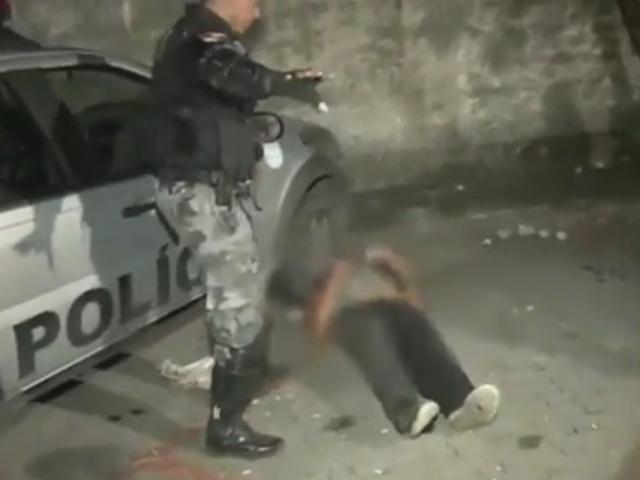 Полицейский тазер в действии