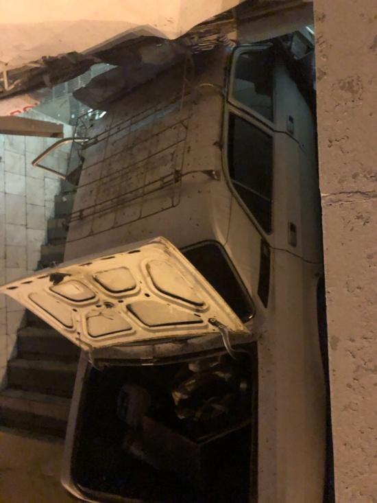 Водитель уснул за рулем и заехал в подземный переход в Омске (7 фото + видео)