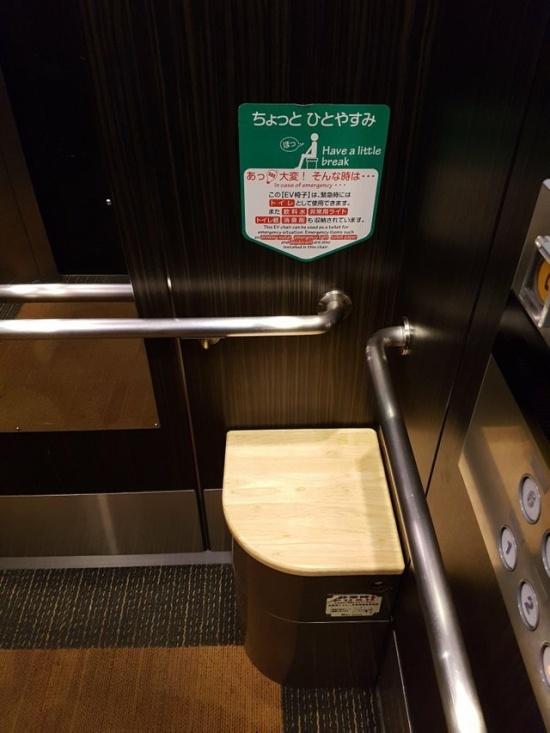 Для чего в лифтах в Японии устанавливают такой стул?