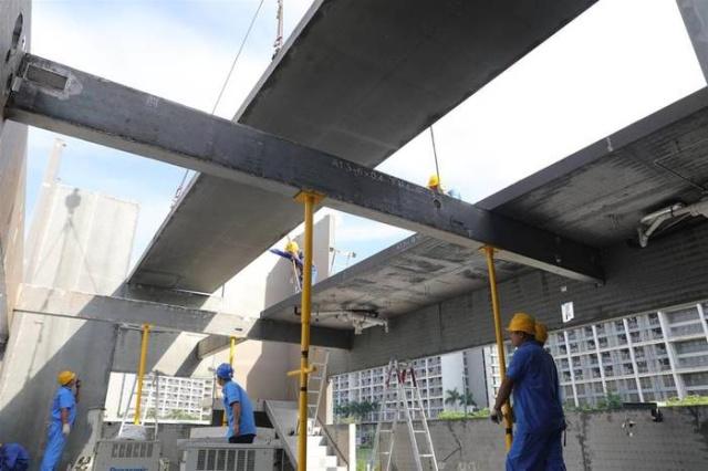 Китайцы построили 4-этажное здание всего за одну ночь (4 фото)