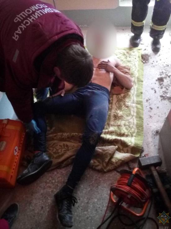 Житель Минска застрял в мусоропроводе (5 фото + видео)