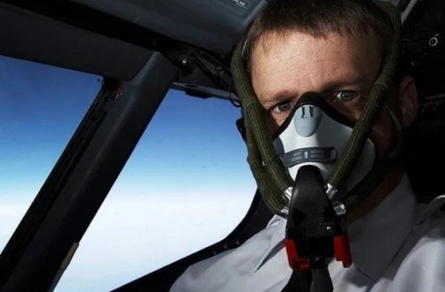 Почему мы никогда не видим пилотов самолетов с бородой? (5 фото)
