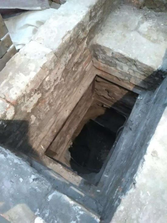 Заключенные исправительной колонии сделали подкоп для побега (4 фото)