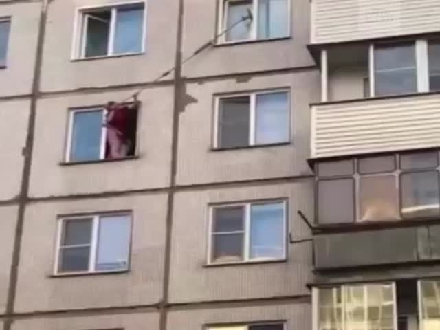 Спасение застрявшего кота в Новосибирске