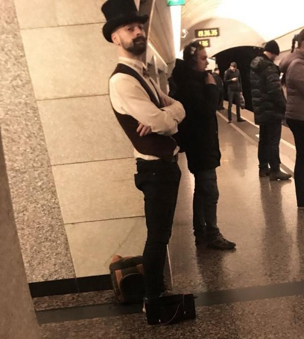 Модники и модницы из нашего метро (34 фото)