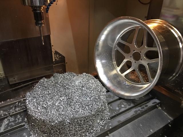 Изготовление кастомных колесных дисков (5 фото)
