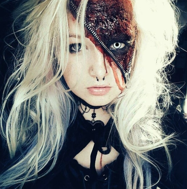Страшные костюмы и образы на Хэллоуин (24 фото)