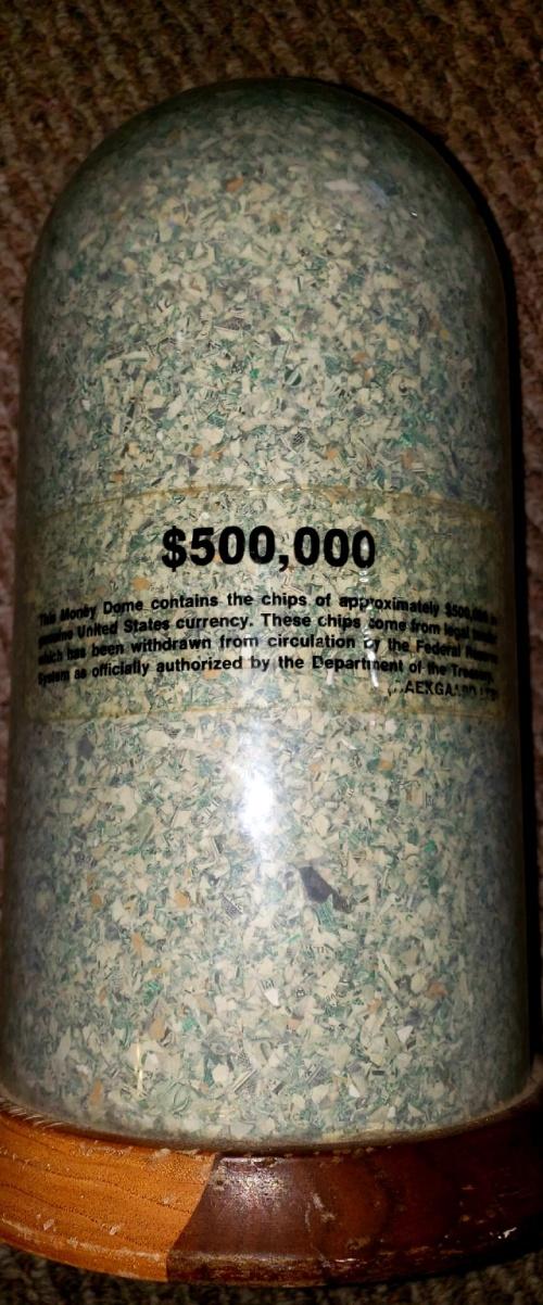 """Мусорщик из США нашел """"500 тысяч долларов"""" (2 фото)"""