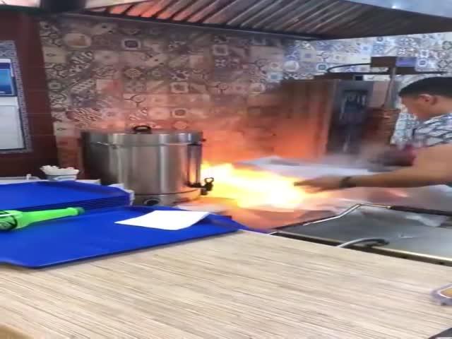 Причина пожара в саратовском торговом центре Триумф Молл