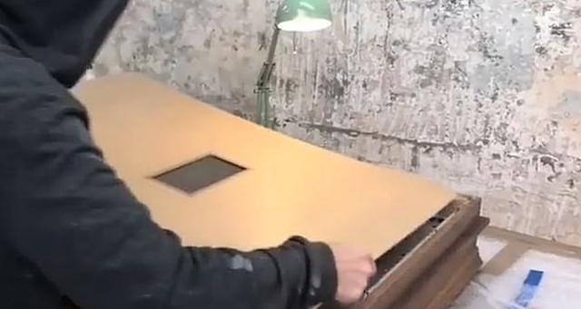 Картина Бэнкси, стоимостью в миллион фунтов, самоуничтожилась после продажи на аукционе (4 фото + видео)