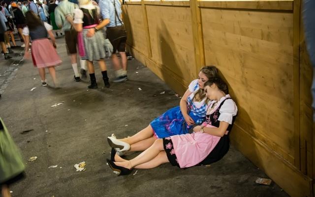 Другая сторона пивного фестиваля Октоберфест (11 фото)