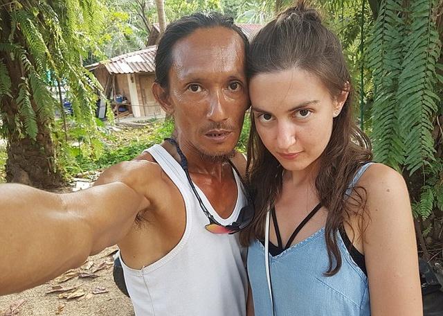 """""""Пещерный человек"""" из Таиланда заманил российскую туристку в свое жилище (8 фото)"""