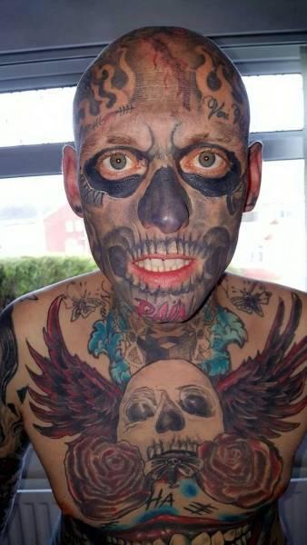 Парень потратил 36 тысяч долларов на татуировки (17 фото)