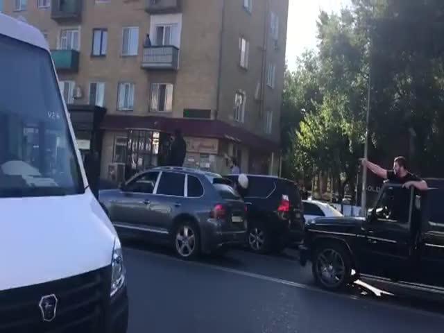 Реакция жителей Махачкалы на победу Хабиба Нурмагомедова: выстрелы, восторг и народные гулянья