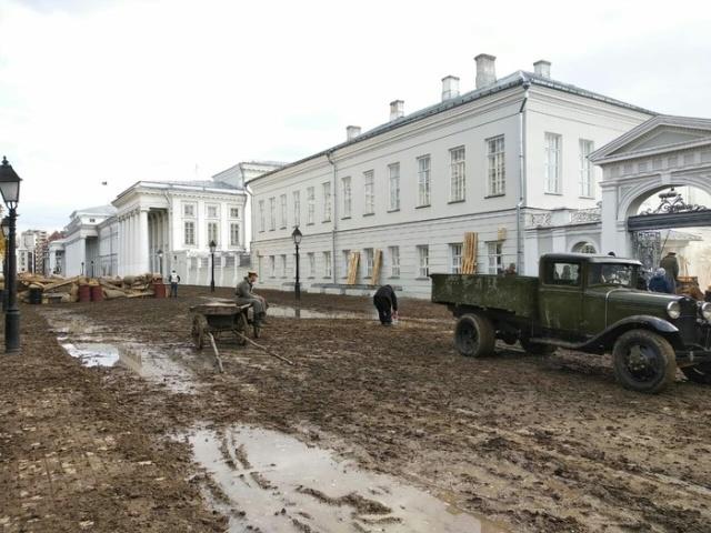 В Казанский федеральный университет привезли несколько самосвалов грязи (9 фото)