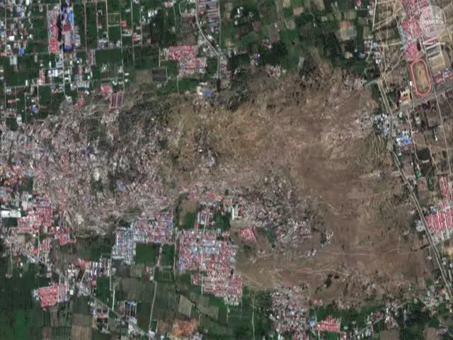 Ужасающие кадры: грязевой поток в Индонезии разрушает все на своем пути