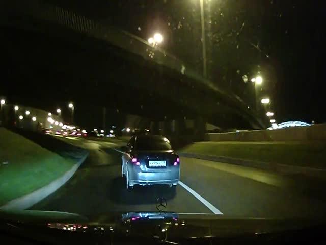 Южане в Санкт-Петербурге угрожали водителю пистолетом на дороге