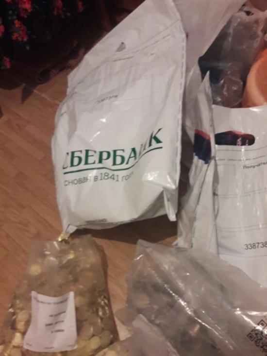Заслуженному педиатру в Амурской области выдали зарплату в... монетах (6 фото)