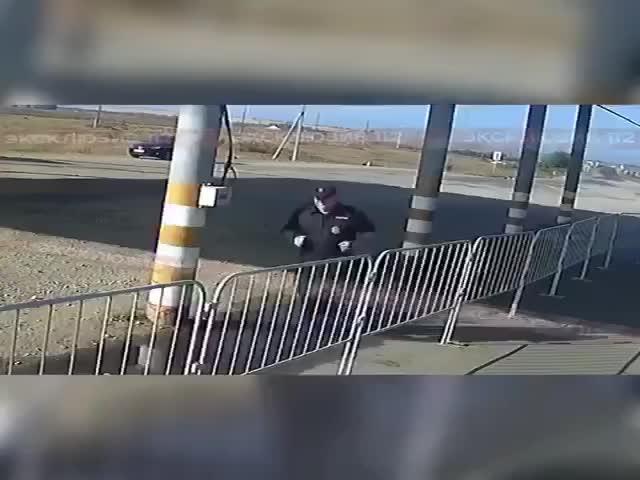 В Саратове располневшего полицейского заставили бегать вокруг поста