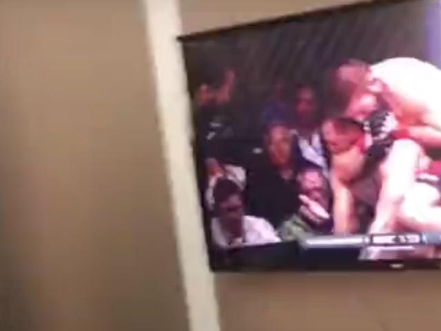 Фанаты Хабиба Нурмагомедова смотрели поединок в кафе