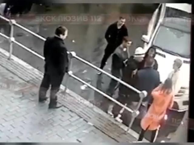 Видео с камеры наблюдения: Кокорин и Мамаев избивают Виталия Соловчука