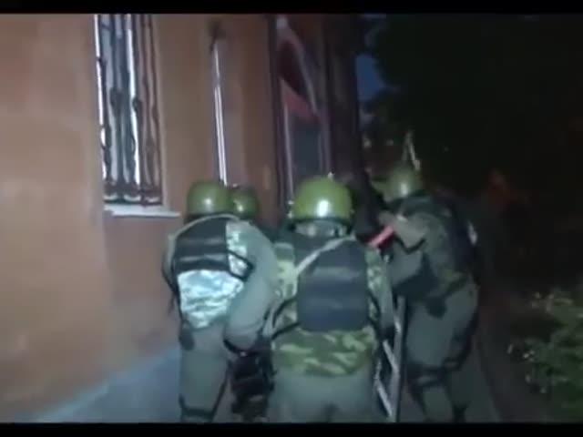 Обыск жилища цыганских наркоторговцев