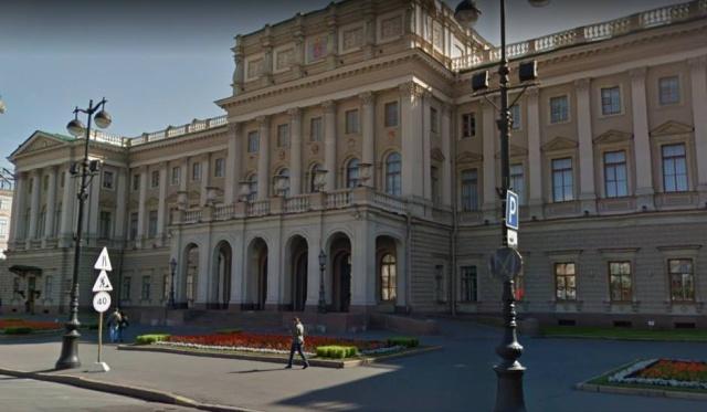 Как паркует автомобиль врио губернатора Санкт-Петербурга Александр Беглов (4 фото)