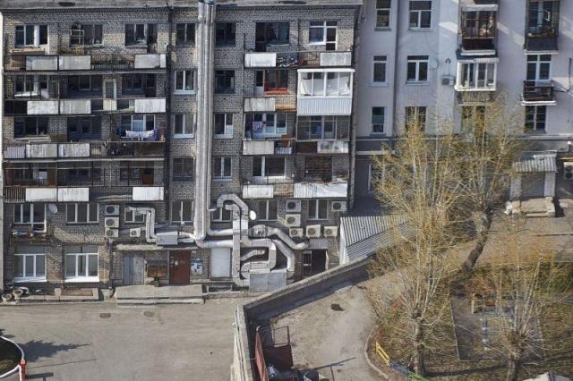 Дом в Екатеринбурге, который воет, как волк (6 фото)