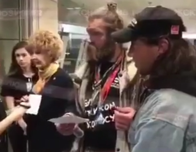 Минские бомжи хотели посетить Неделю моды Mercedes-Benz Fashion Week в Москве (фото + видео)