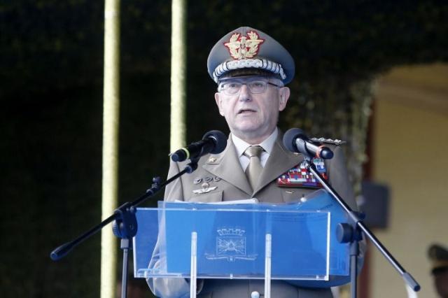 Председатель Военного комитета ЕС рассмешил пользователей сети (2 фото)