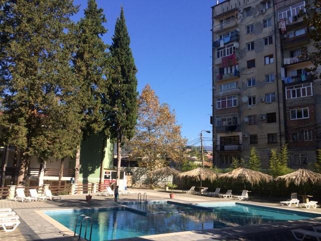 Контрасты отдыха в Абхазии (4 фото)
