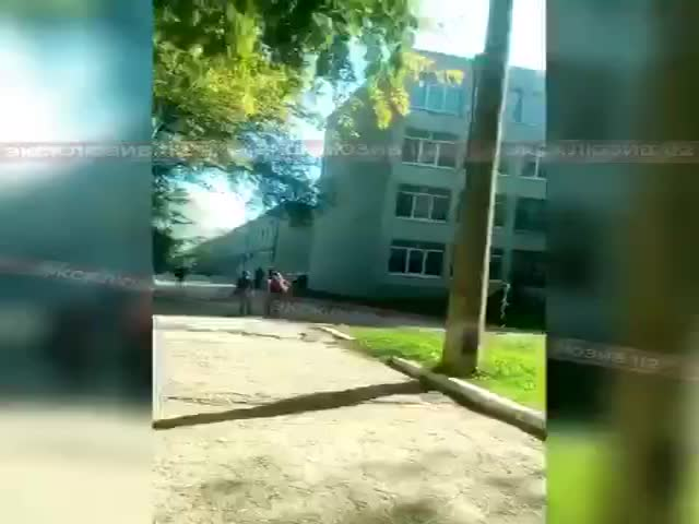 Видео со взрывом в Керченском политехническом колледже, на котором слышны выстрелы