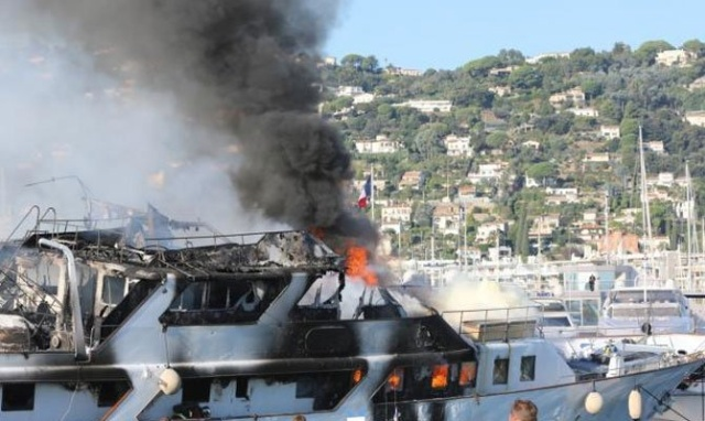 Роскошная яхта больше никогда не выйдет в море (6 фото)