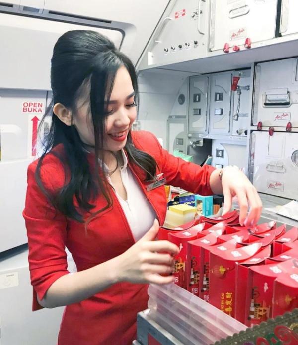 Майбел Гуо - самая привлекательная стюардесса в мире по мнению пользователей соцсетей (16 фото)