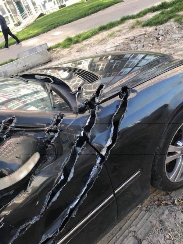 """Автомобиль со странными """"царапинами"""" (4 фото)"""