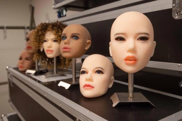 Британский сервис предлагает вдовцам сделать секс-кукол с внешностью умерших жен (4 фото)