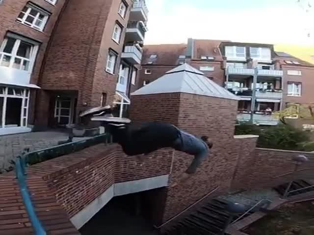 Завораживающий прыжок с большой высоты