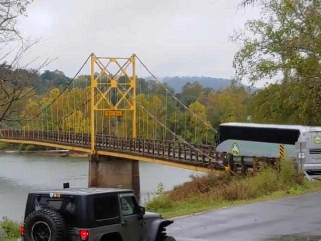 Пассажирский автобус на мосту с ограничением в 10 тонн
